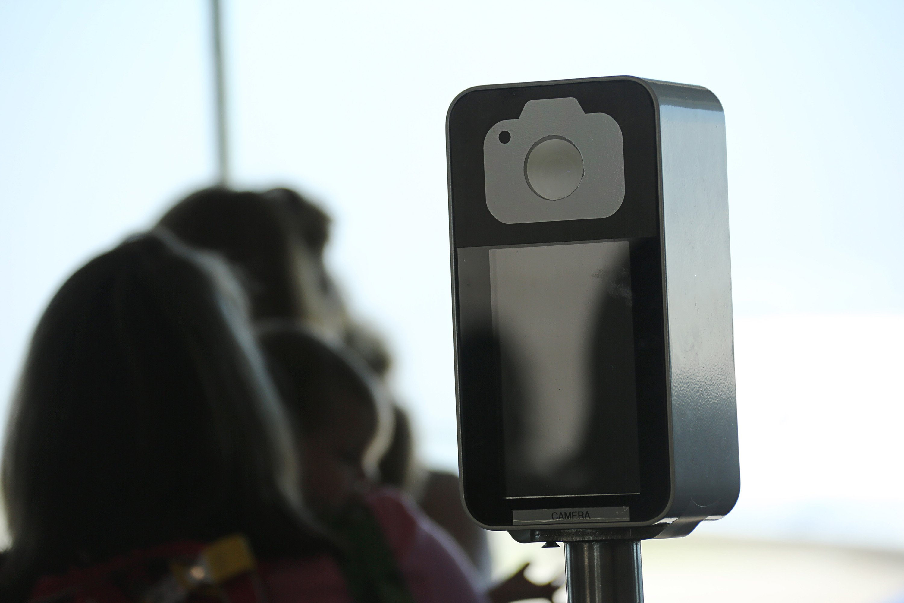 Delta using facial recognition cameras at LAX boarding gates